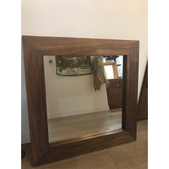 木製フレームの鏡