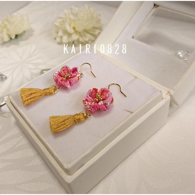 再販【つまみ細工】ピンクのお花とゴールドタッセルのピアス 浴衣にぴったり♪