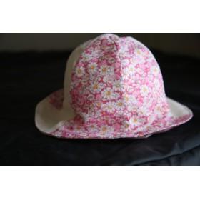 リバティの生地でベビーの帽子。