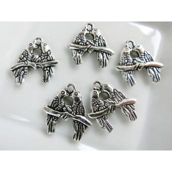 4P 2羽の仲良しインコ・鳥 シルバー メタル金属チャーム PT538
