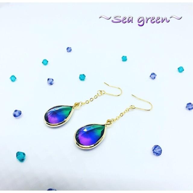 神秘の雫~グリーン×パープル ピアス イヤリング 樹脂ピアス 樹脂ノンホール 緑 紫 グラデ グラデーション 海 青 夏 幻想的 雫 しずく
