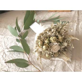 白花とミニバラのコットン布ミニブーケ