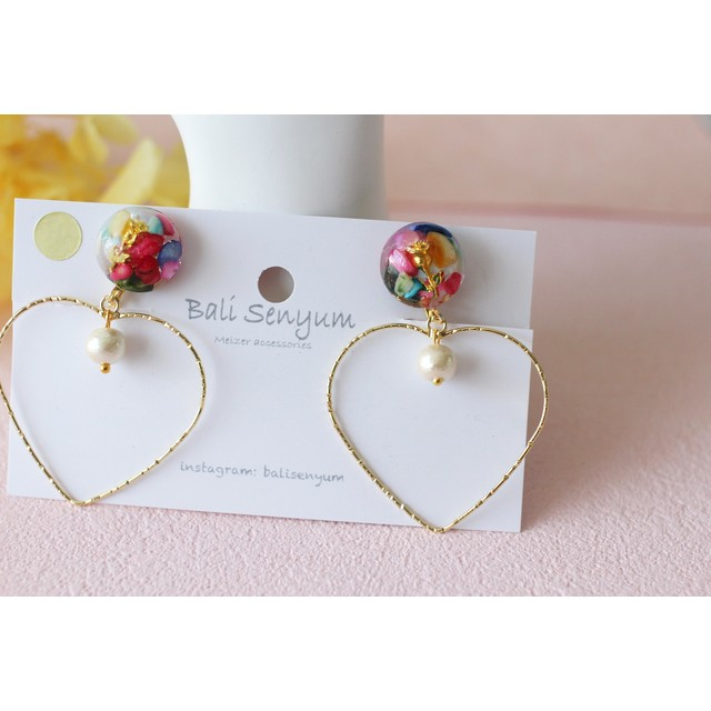 Rainbow color shell with Heart hoop No.2 イヤリングorピアス