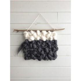 ポコポコ羊毛のツートンウォールハンギング