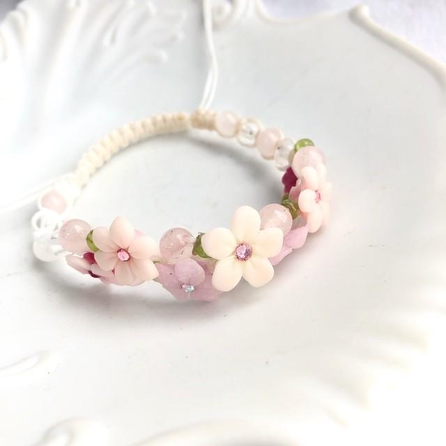 ピンクの小花と天然石のフラワーガーデン編み込みブレスレット