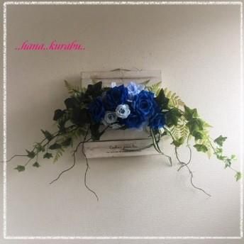 ◆横幅70㎝アイビーとブルーのバラ◆造花・壁掛けリース◆