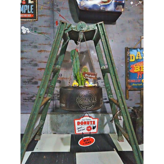 fome九十九里浜 アメリカン ヴィンテージ Style/ タイヤ ハンギングプランター(M) 《柱サボテン他 寄植え》 #店舗什器 #世田谷ベース #所ジョージ #レーシングタイヤ