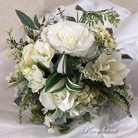 白い花いっぱいのブーケ+ブートニア/ブライダルブーケ ウエディングブーケ 高級造花 結婚式 プリザーブドフラワー クリーム アーティフィシャルフラワー ホワイト グリーン 薔薇 クリスマスローズ