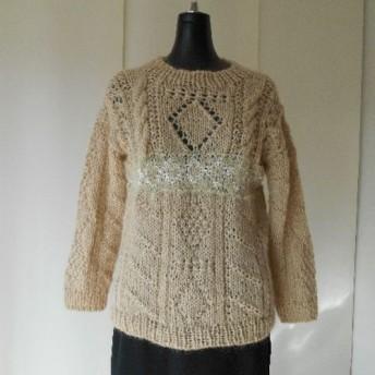 ベージュのガーンジー模様セーター