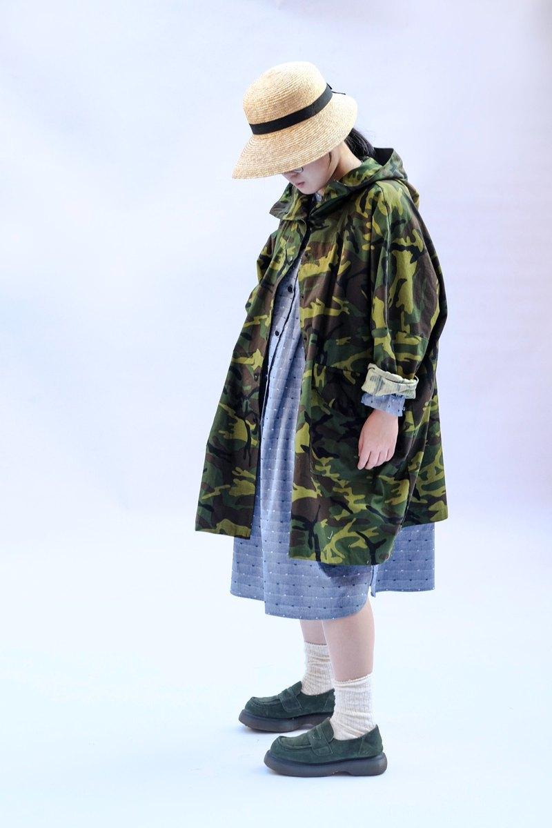 迷彩斗篷式寬版長袖連帽外套