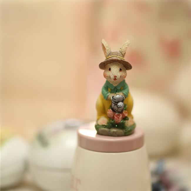 澆花帽子小兔子擺件