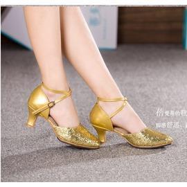 銀色粗亮片室內軟底33新款拉丁舞鞋女 成人中低跟交誼摩登舞鞋 銀色膠底廣場舞蹈鞋