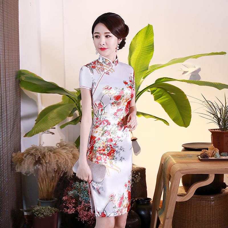 東方美人旗袍唐裝專賣店 櫻花紛飛(白色)。仿絲軟緞印花時尚短袖短旗袍