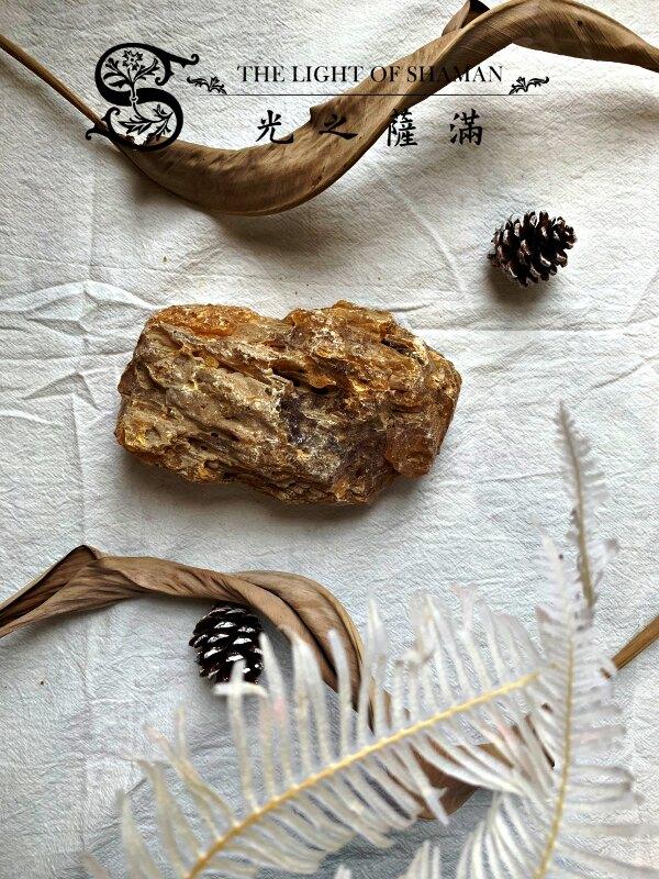 [光之薩滿]]少有大塊絕對天然土藏柯巴脂 G2