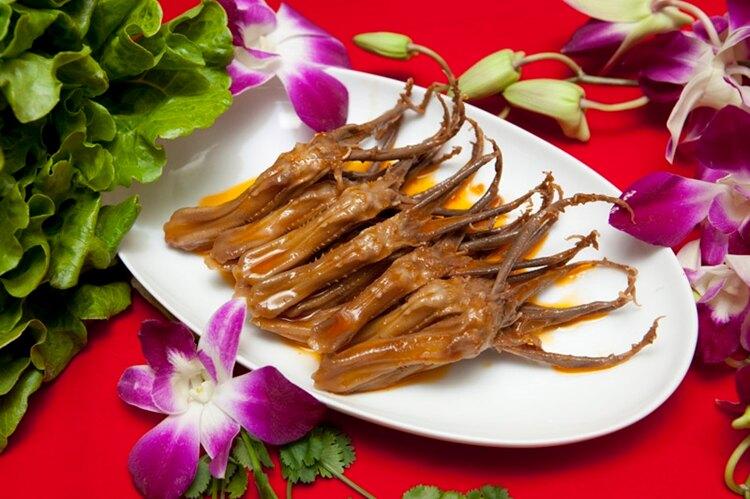 小春園滷味 - 走過百年傳承,堅持美味用心。