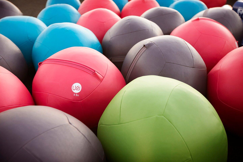 美國 Ugi Ball 皮革軟式藥球【10磅 海洋藍】肌力、心肺及核心訓練最佳幫手,療癒系馬卡龍顏色讓您愛不釋手!
