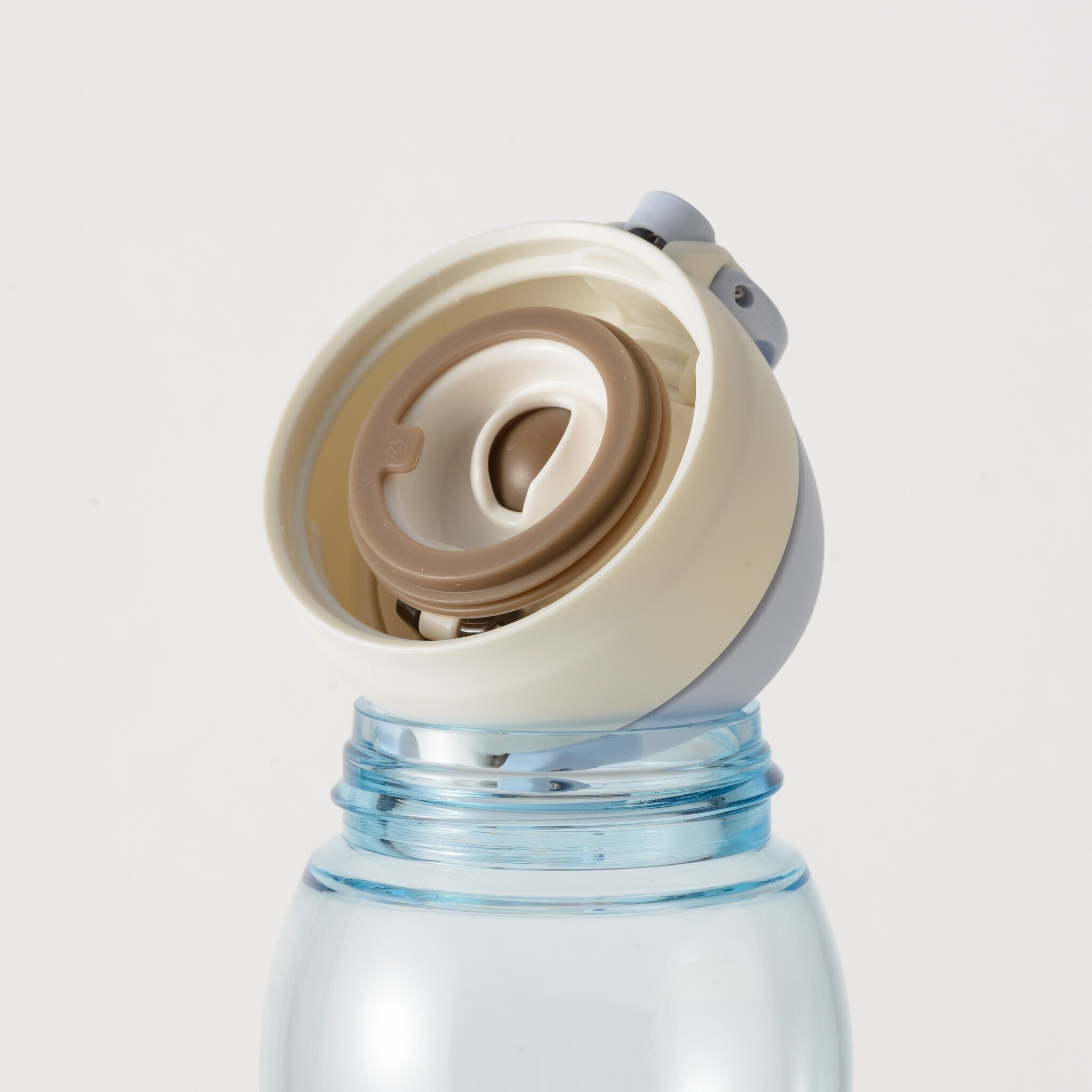 ~思思店舖~膳魔師輕水瓶700ml。 瓶身為Tritan材質。 耐熱90度。 台灣制