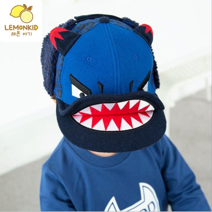 WallFree窩自在★秋冬潮流怪獸鯊魚造型毛球保暖加厚立體雙帽沿兒童飛行護耳帽