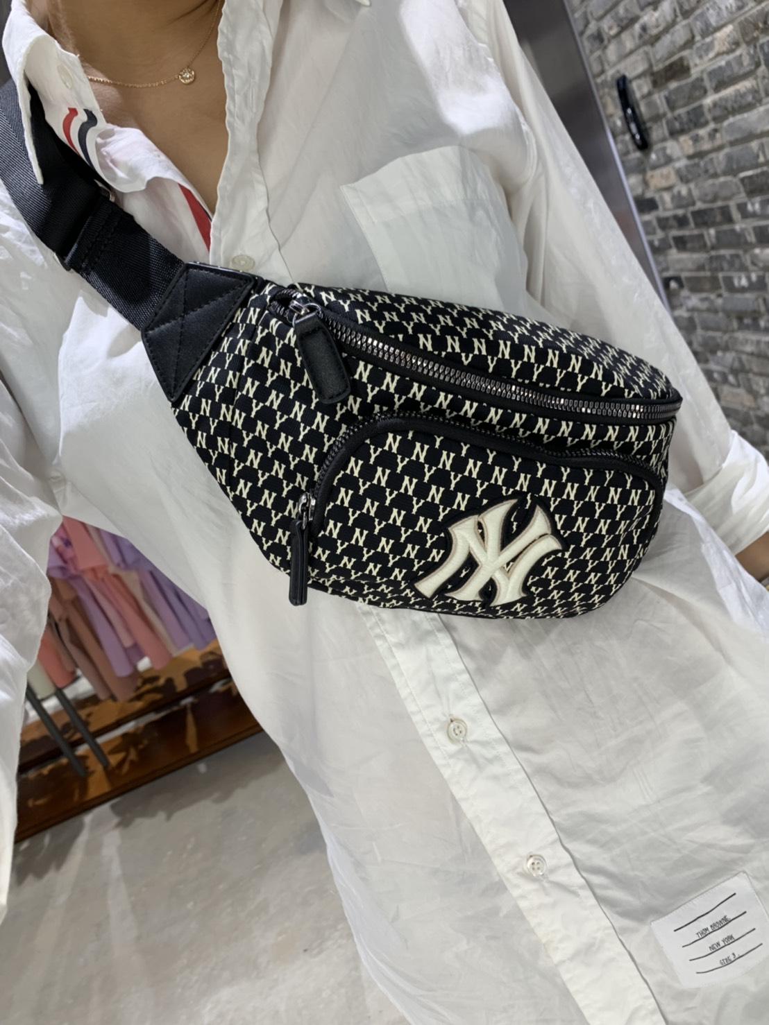 NEW YORK Yankees 老花滿版(黑)腰包 東區正品專賣店
