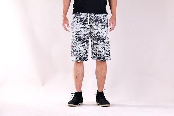 【CS衣舖 】韓版潮流 彈力伸縮 耐磨 多口袋 鬆緊腰圍 工作褲 休閒短褲 2048