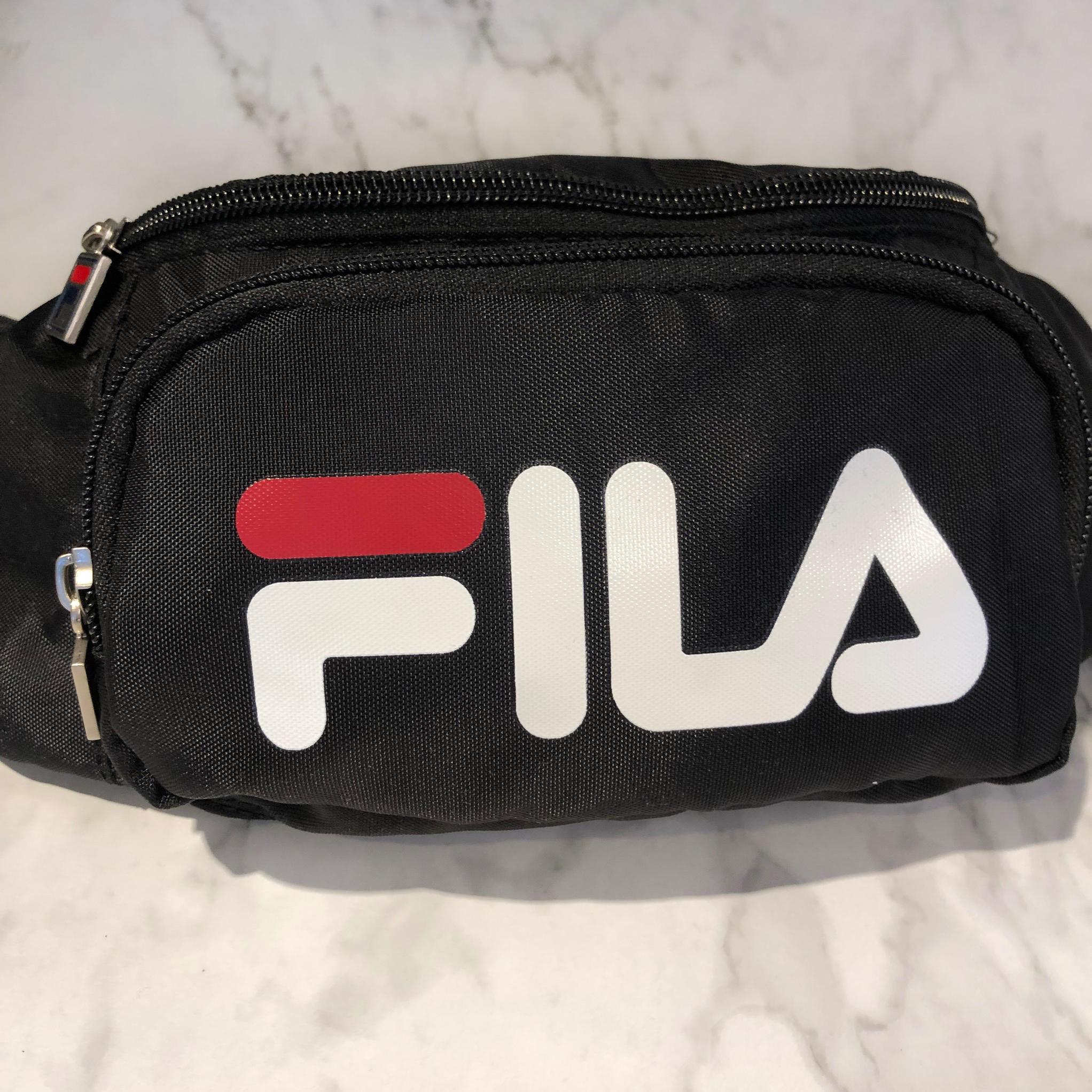 美國百分百【全新真品】 FILA 包包 腰包 logo 潮流時尚 男 女 黑色/logo拼接色 AD96