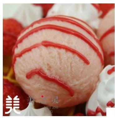 仿真粉色年代草莓冰淇淋鬆餅模型