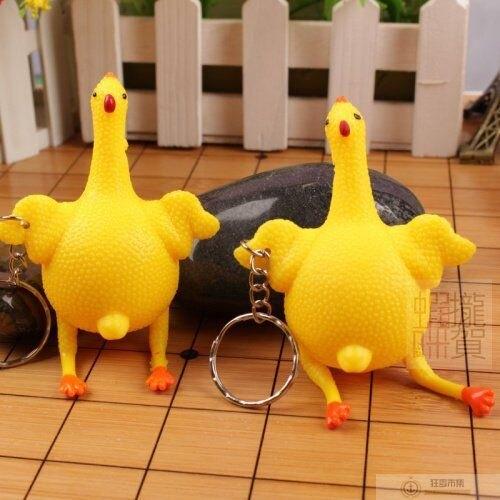 【母雞下蛋鑰匙圈】 創意 搞怪 下蛋母雞 發洩 舒壓下蛋雞 玩具 鑰匙扣 惡搞 減壓 手捏 整蠱 搞笑 捏捏樂【狂麥市集】