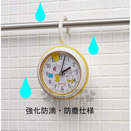 小禮堂 迪士尼 小熊維尼 圓形防水壁掛鐘《S.黃白.曬衣》時鐘.壁鐘.桌鐘.盒裝