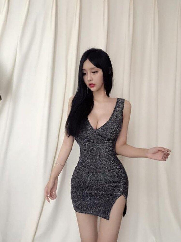 新款低胸開叉裙子顯胸無袖包臀吊帶連身裙氣質名媛短裙女 錢夫人小鋪