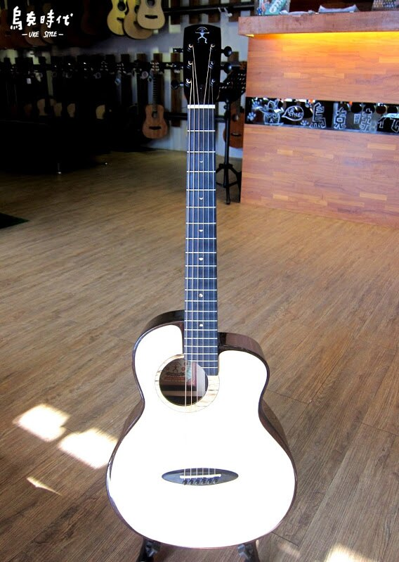 烏克時代~Anuenue 鳥吉他M200E全單板雲杉+東印度玫瑰木+拾音器