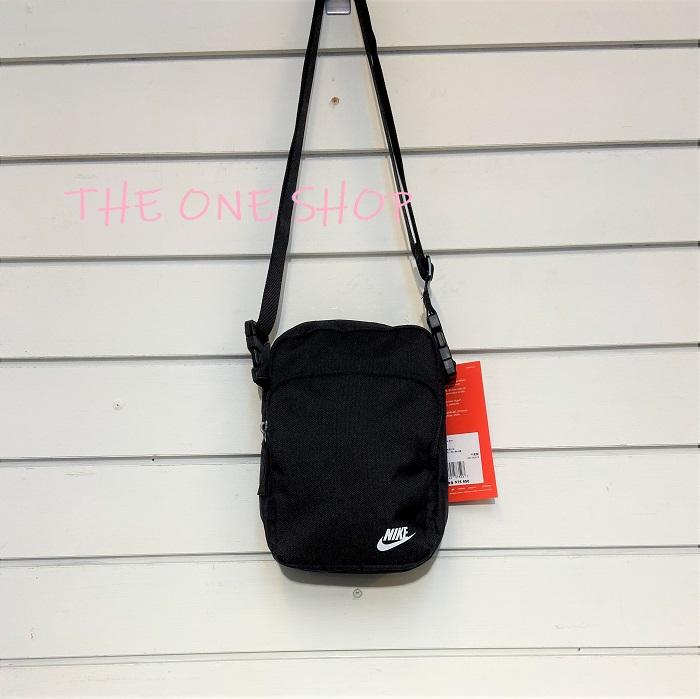 NIKE 黑色 包包 腰包 側背包 斜背包 隨身包 肩背包 黑白 基本款 經典款 BA5898-010