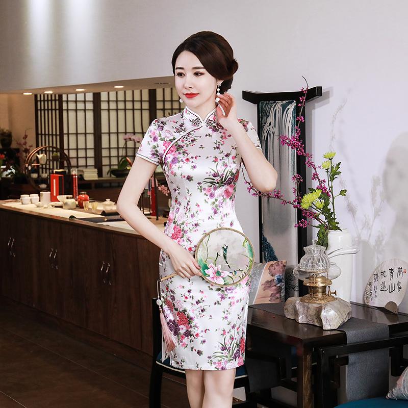 東方美人旗袍唐裝專賣店 百花盛開(白色)。仿絲軟緞印花時尚短袖短旗袍