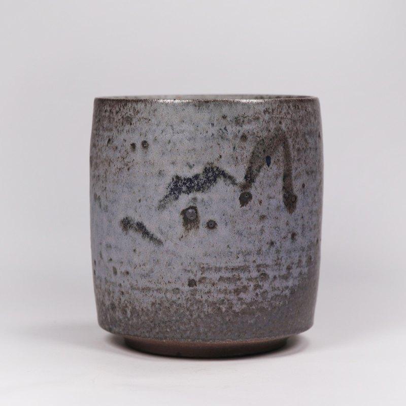 明芽窯 l 柴燒原礦鐵斑灰釉茶杯湯吞