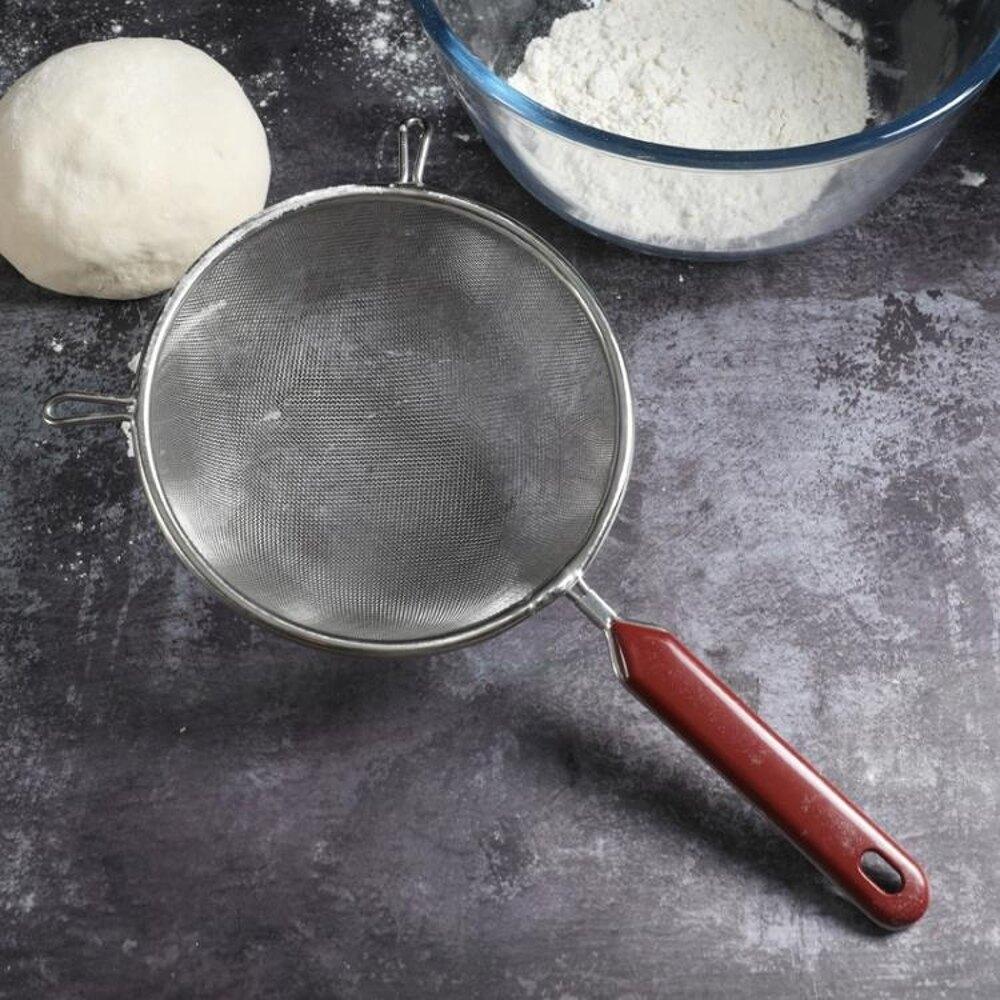 雙耳夾塑柄網漏篩 手持不銹鋼面粉篩子 烘焙廚房工具 篩網糖粉篩 極客玩家