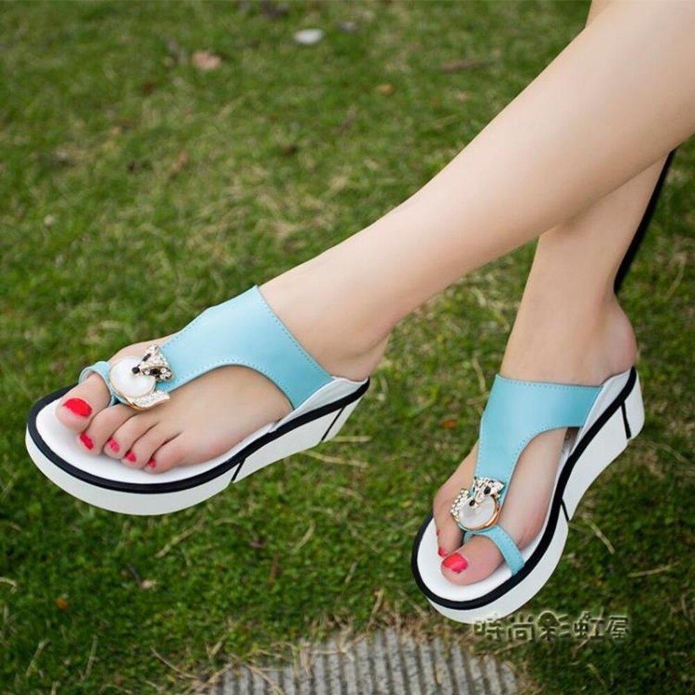 涼拖鞋女夏外穿2019新款時尚夾腳鬆糕百搭防滑坡跟厚底沙灘人字拖「時尚彩虹屋」