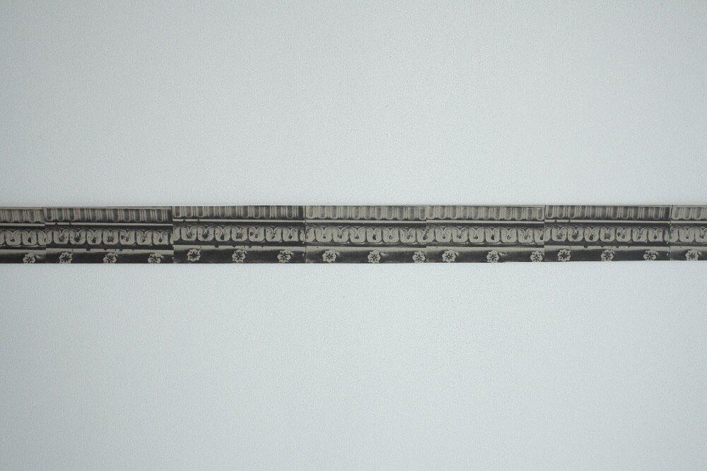 Deborah Bowness / New Cross Tiles Border / narrow grey 壁紙 (訂貨單位8cm500cm/卷)