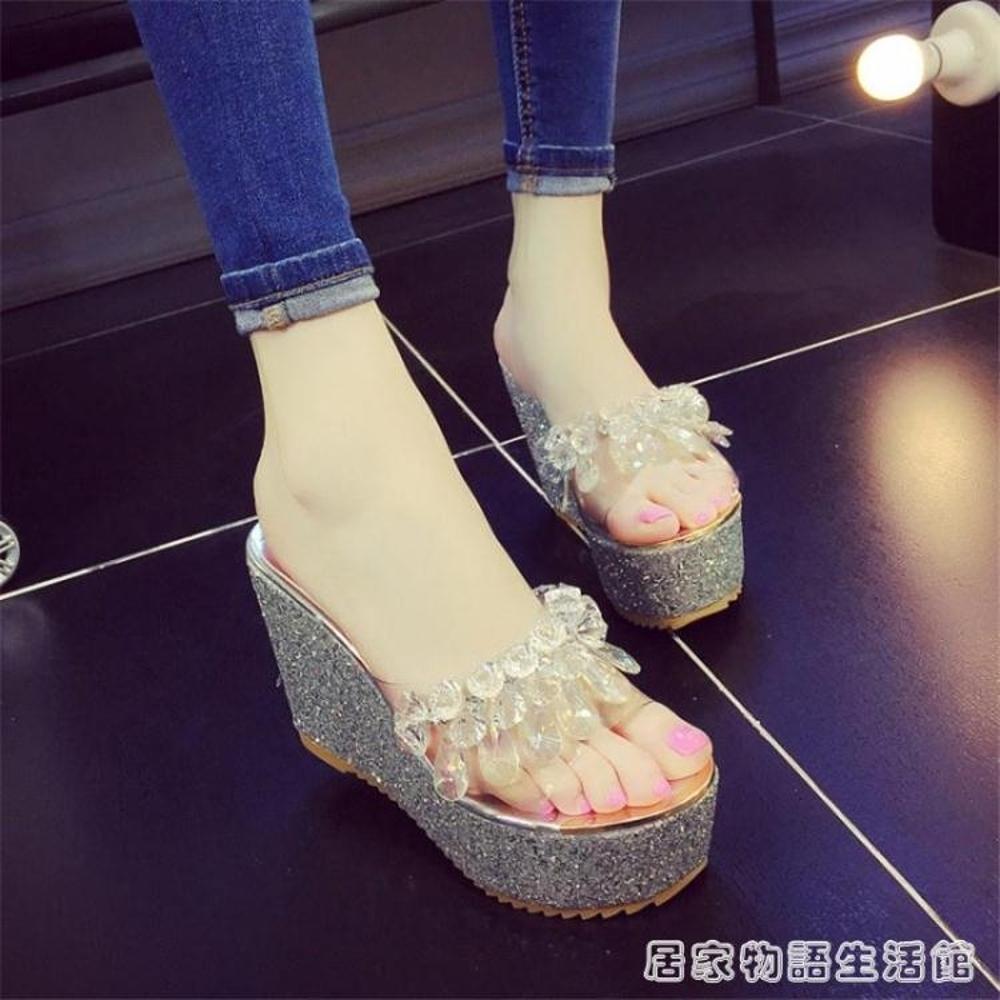 外穿涼拖鞋女夏季新款手工水鉆透明一字拖防水臺厚底楔形高跟女士涼鞋 居家物語