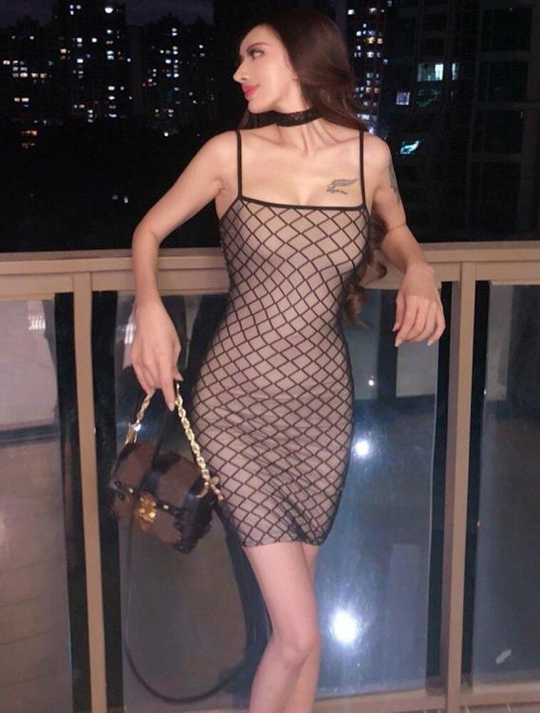 裙子時尚網格透視修身包臀蹦迪吊帶主播洋裝露背短裙潮 三角衣櫃