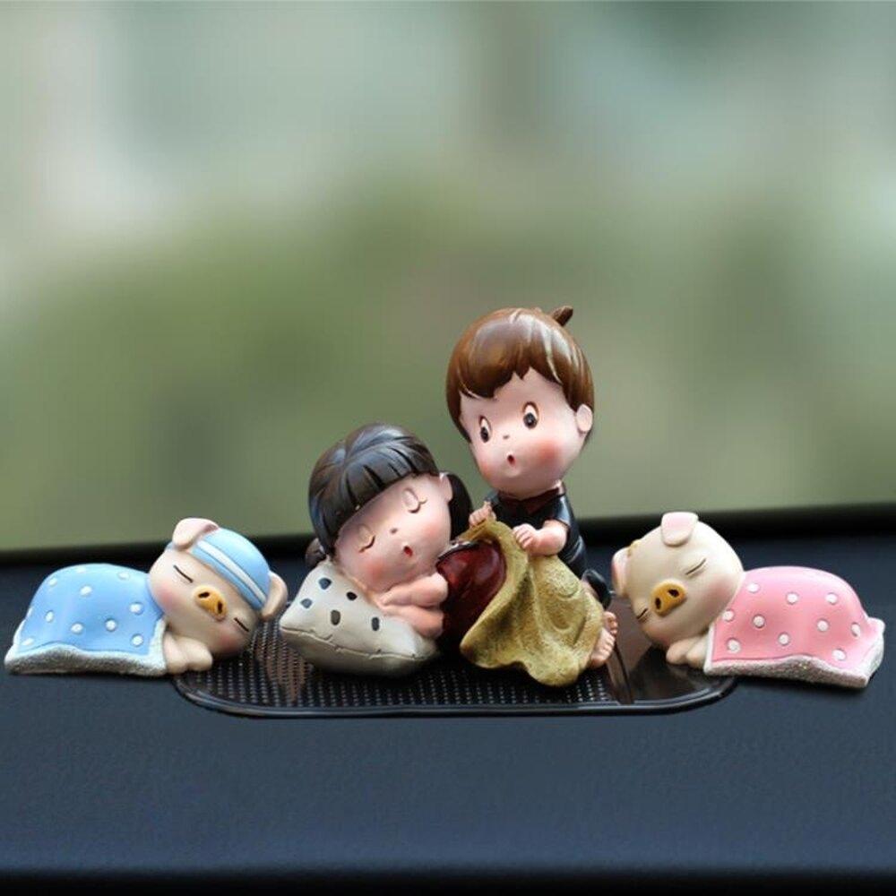 車載裝飾   創意卡通汽車擺件車載可愛情侶娃娃擺飾小公仔車內裝飾用品內飾品 歐歐流行館