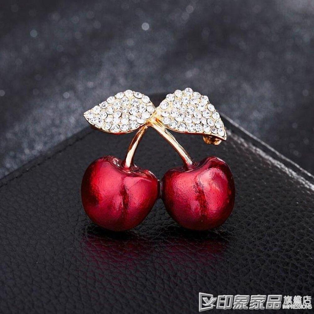 韓國時尚紅櫻桃胸針女外套開衫可愛水晶胸花大衣簡約別針配飾