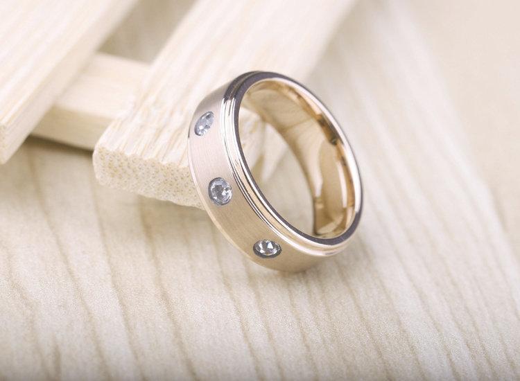 鎢金電金戒指 鑲嵌三顆鑽石 時尚 男士戒指 高檔奢華