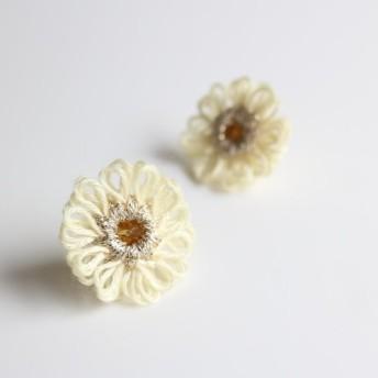 糸の花*colorful*ピアス*white