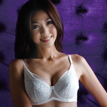 【華歌爾】優雅蕾絲全罩式胸罩 D罩杯(優雅白)