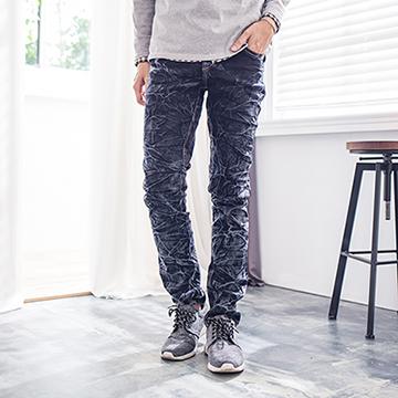 【FATAN】皺摺後刺繡翅膀牛仔褲-黑