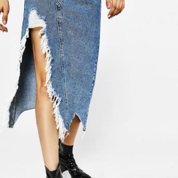 《D'Fina 時尚女裝》休閒不規則毛邊 超個性開叉牛仔裙