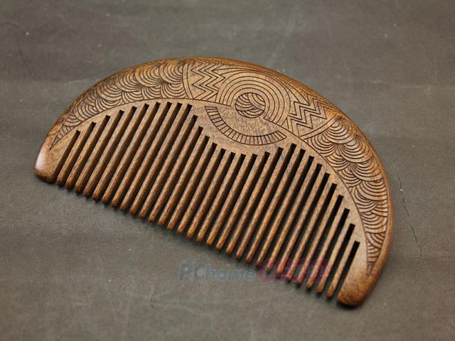 天然黑金檀 堅硬細密 經久耐用 精美雅緻雕刻 原木梳 隨身攜帶 自用送禮皆適宜