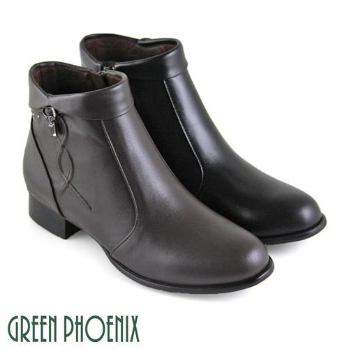 翻領設計,結合垂墜感方形水鑽交叉凸紋的圖形點綴的設計低跟設計,行走時好輕鬆內側拉鍊設計,讓您方便好穿脫此鞋款為正常版型
