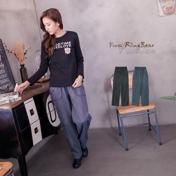 [S-7L熊衣褲語]精心立體設計款.P96裝飾釦鬆緊褲頭內抽繩素面休閒長褲(黑、灰2L-5L)