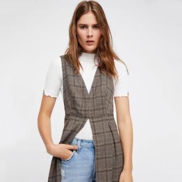 《D'Fina 時尚女裝》英倫街頭風 長版格紋外搭式背心