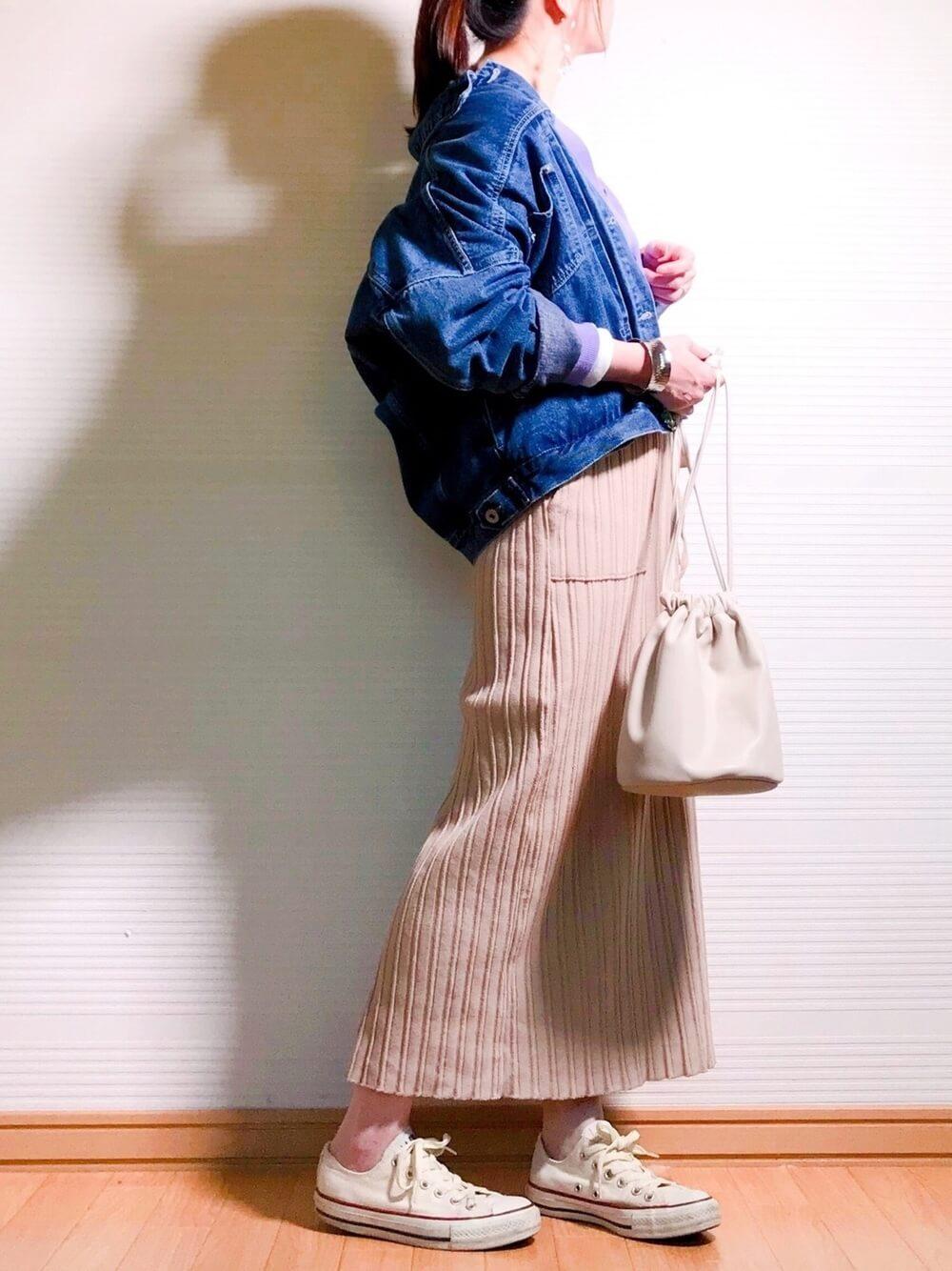 デニムジャケットでスカートコーデ